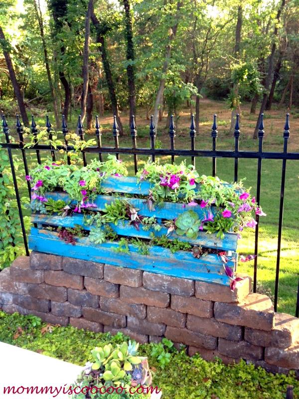 Jardim vertical com flores variadas - Mommy is Coocoo