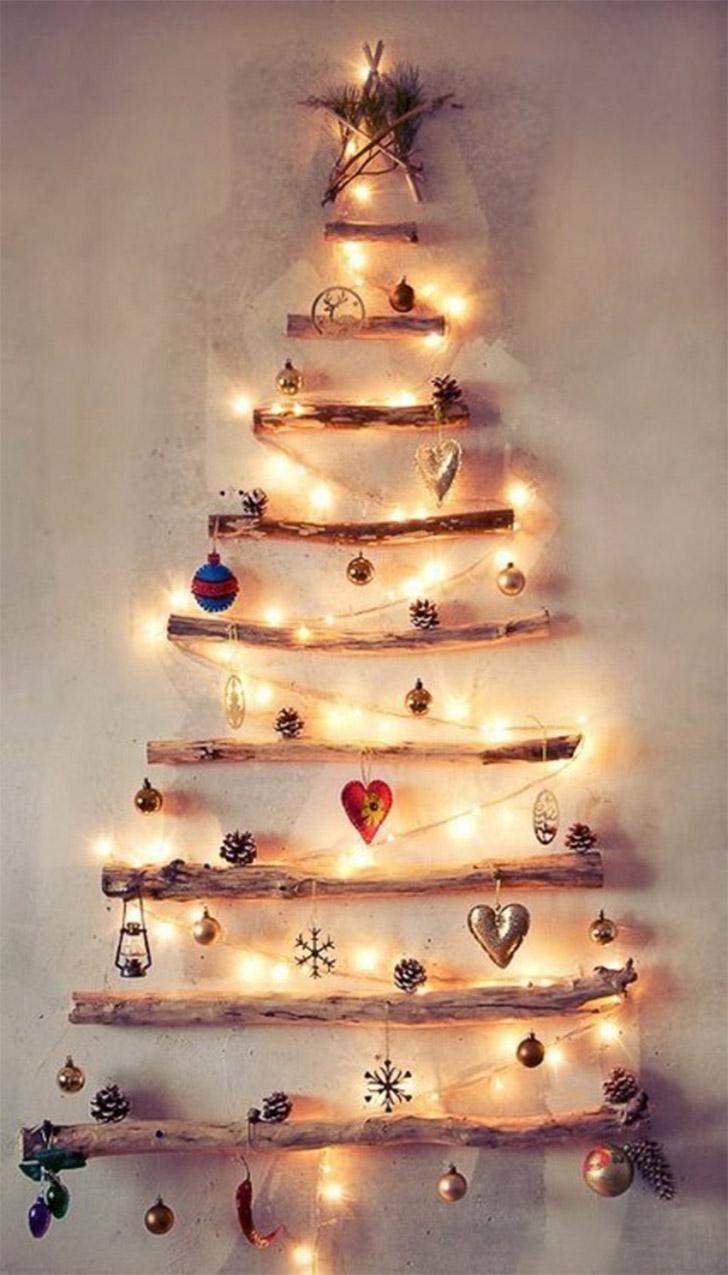 arvore-natal-parede-troncos-luzes-objetos