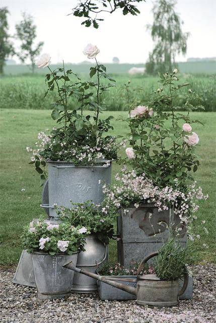 Floreira galvanizada rosas
