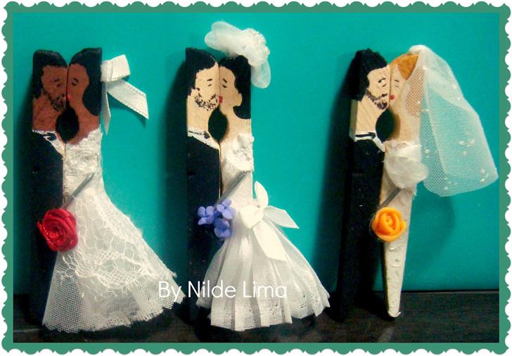 Noivos feitos com pregadores de roupas