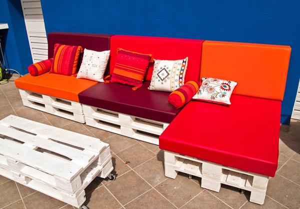 Sofá para áreas externas cores vibrantes