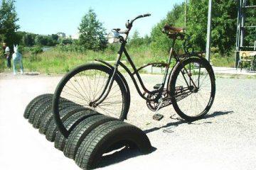 Bicicletário com pneus usados