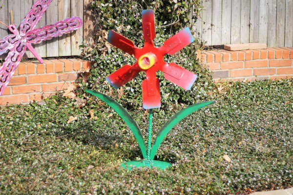Flor de metal reciclado