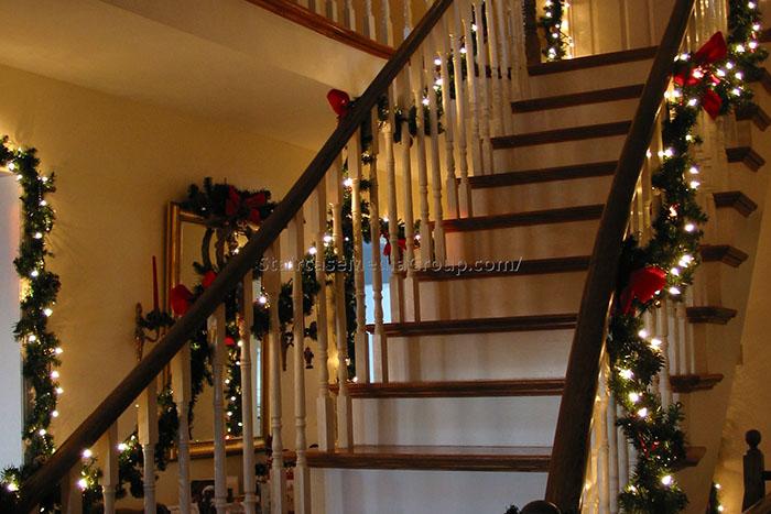 decoracao escadas natal luzes lacos