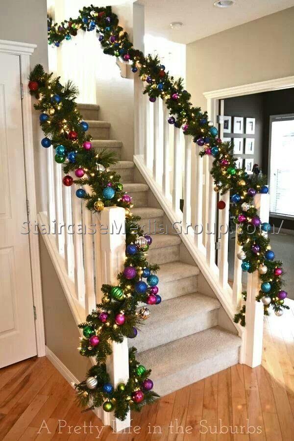 decoracao escada natal com bolas