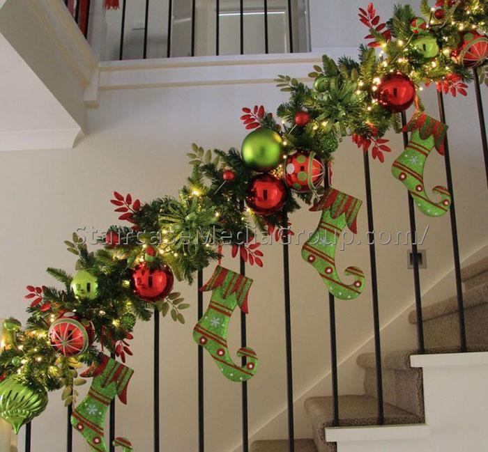 decoracao escadas natal com botas