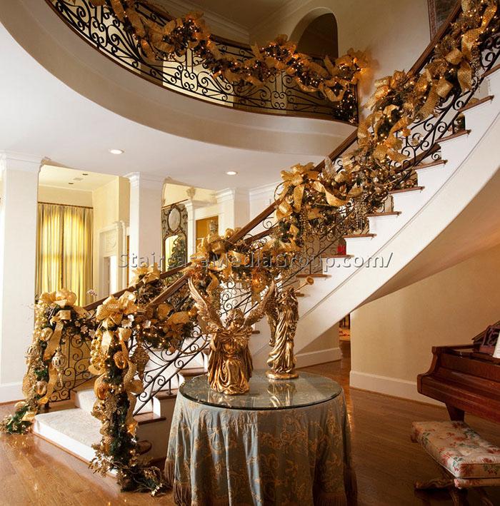 decoracao escadas natal dourado